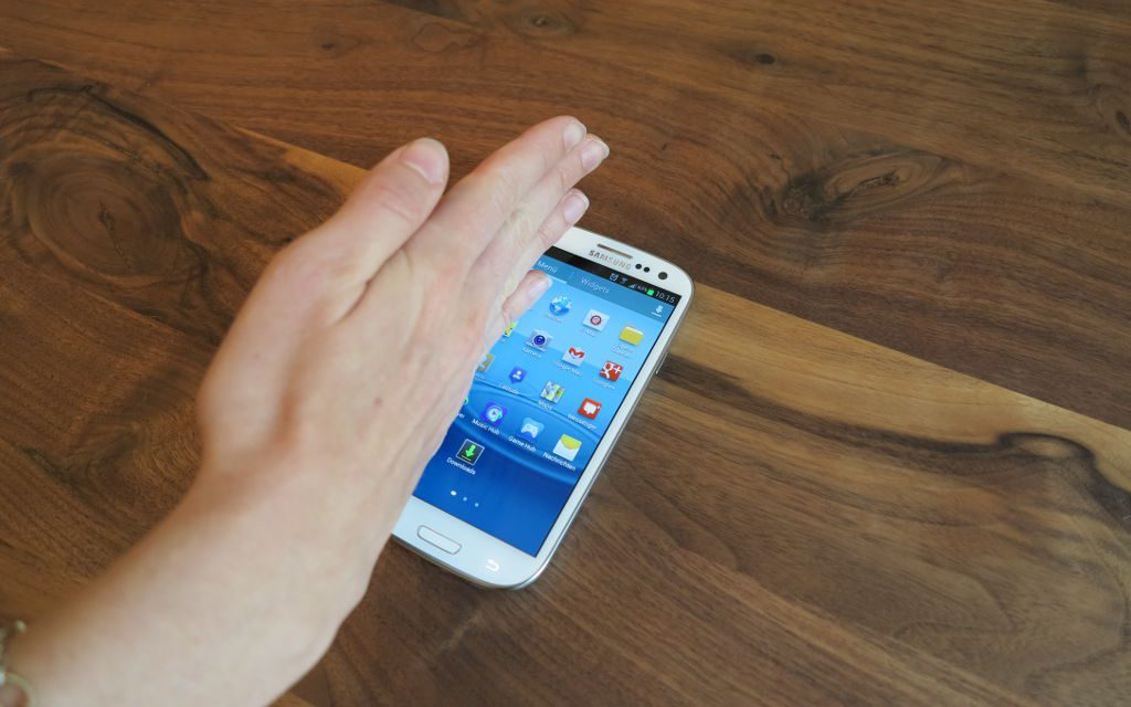 "How to take a screenshot with Samsung Galaxy S3 ""Palm swipe to capture"""