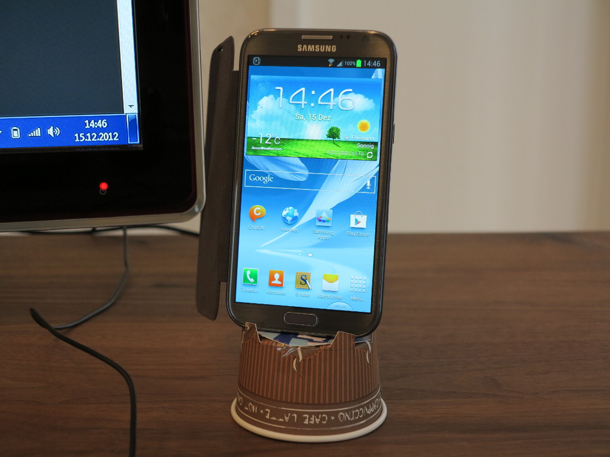 Samsung Galaxy Note 2 – paper cup docking station