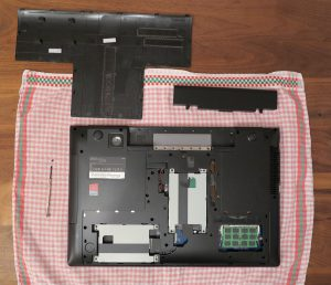 Samsung Serie 5 550P7C S0E - Festplattenschacht