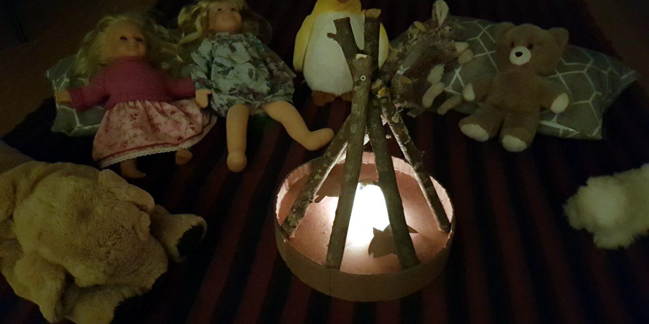 Das Spielzeug-Lagerfeuer für das Kinderzimmer